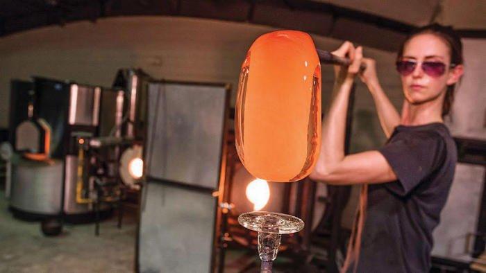دمیدن در شیشه مذاب