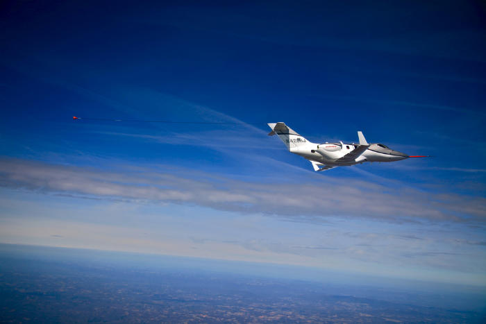 هونداجت در سال ۲۰۰۳ معرفی شد ولی پرواز تجاری آن چندین بار به خاطر مشکلات موتو به تعویق افتاد. شروع به پرواز آن در آسمان ایالات متحده، احتمالا بهار ۲۰۱۵ خواهد بود.