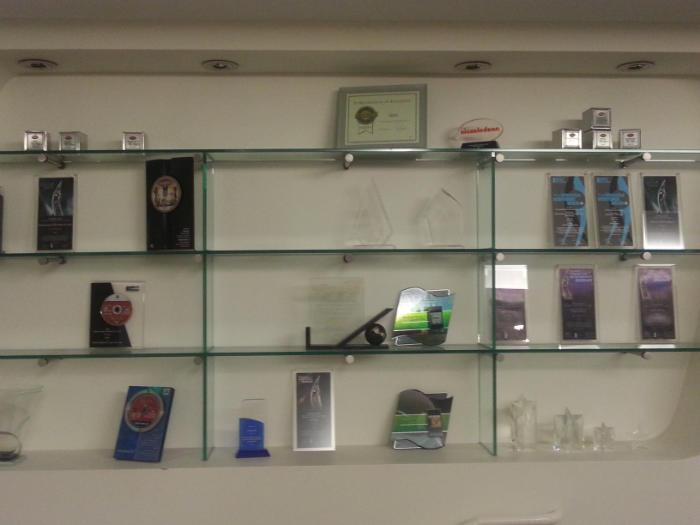 تصویری از افتخارات و دیسک های تبیغاتی بازی های THQ که برای پلی استیشن 3 ساخته.