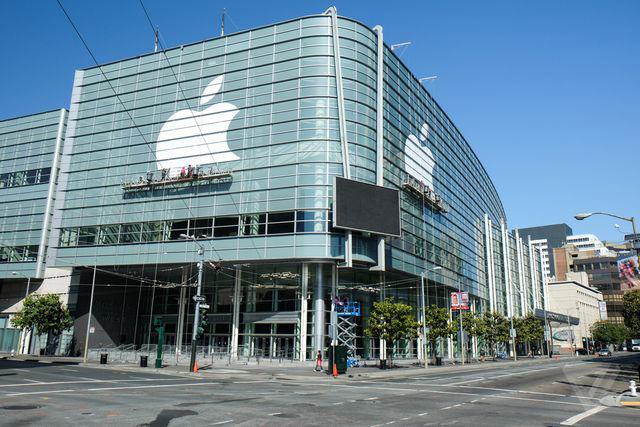 ساختمان غربی مرکز کنفرانس ماسکنی (Moscone) در حال آماده سازی برای کنفرانس توسعه دهندگان اپل است.