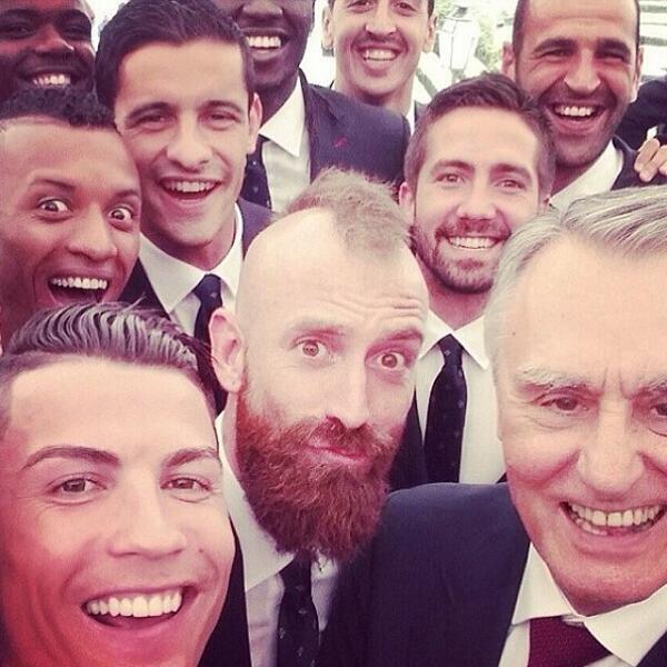 تیم فوتبال پرتغال بازی اولش را بدجوری به آلمان ها باخت ولی در این عکس سرخوش به نظر می رسند.
