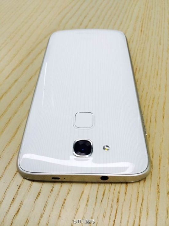 Huaweis-new-flagship-codenamed-Mulan-leaks-out (3)