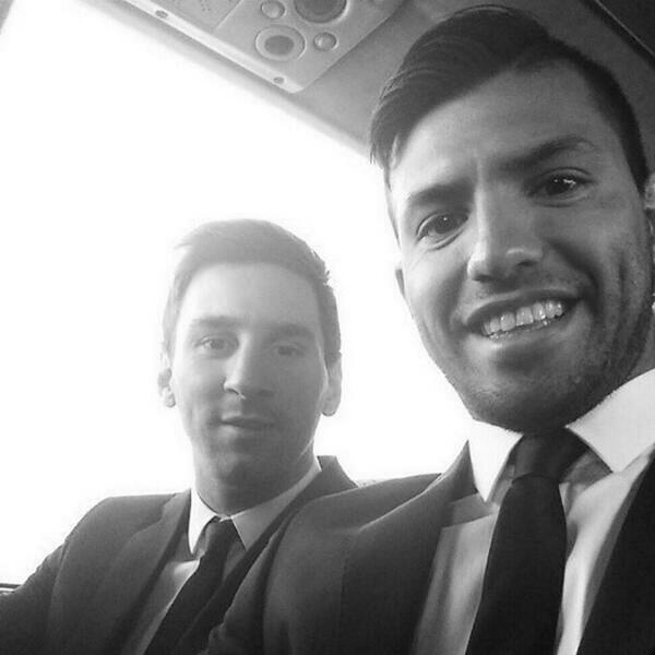 لئو مسی و سرخیو آگرو در اتوبوس.