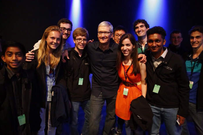 Tim-Cook-Meeting-WWDC-2014-developers