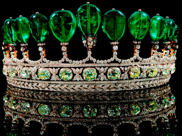 3032993-inline-i-emerald-and-diamond-tiara-formerly-in-the-collection-of-princess-katharina-henckel-von-donnersmarc