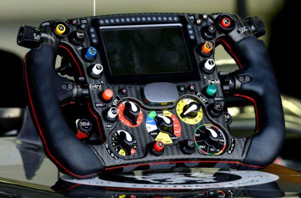 Sauber-C33-steering-wheel-660x434-w600
