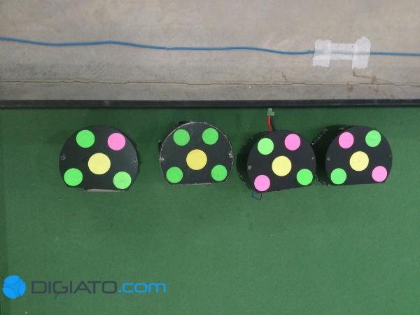 ربات ها در کنار زمین در انتظار بازی بعدی و نمایش توانایی های خود