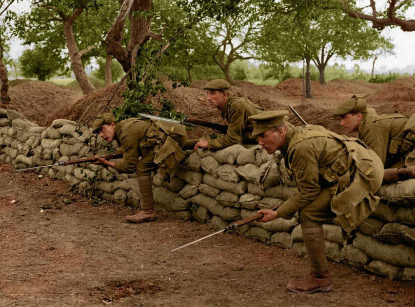 7-soldiers-advance-from-trench-ww1-colour-w600