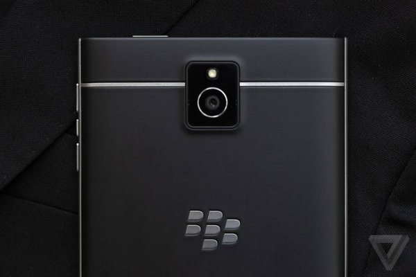 blackberry-passport-8_2040.0-w600