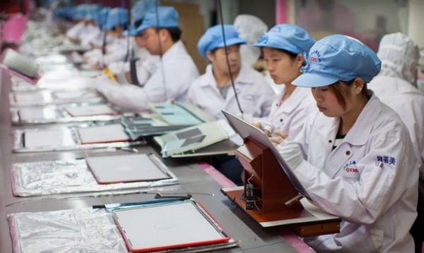 Apple-iPhone-4S-Assembly-line-at-Foxconns-Zhengzhou-factory