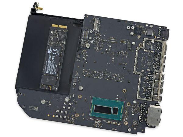 در بالای جعبه نیز نقطه اتصال SSD از نوع PCIe تیغه ای وعده داده شده، تعبیه شده است ****