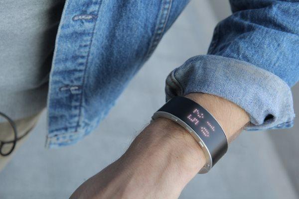 klatz---smartwatch-and-handset (3)