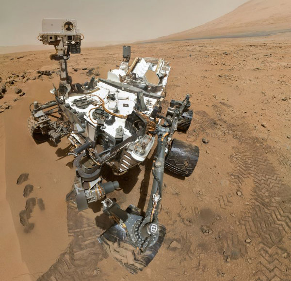 4-PIA16239_High-Resolution_Self-Portrait_by_Curiosity_Rover_Arm_Camera