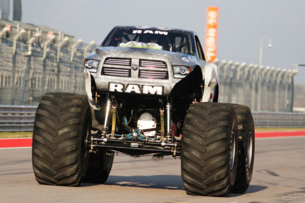 سنگین ترین و سریع ترین خودروی دنیا چگونه است؟ [تماشا کنید]