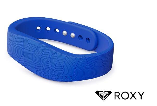 Sony-SmartBand-with-Roxy (1)