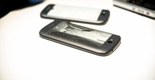 Yotaphone-hands-on-14-500x260