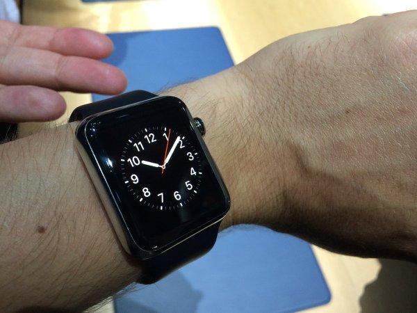 مهمترین مورد زمان است؛ ساعت هوشمند اپل پیش از هر چیز یک ساعت است. امکان انتخاب واچ فیس های مختلف و متنوعدر این ساعت وجود دارد.