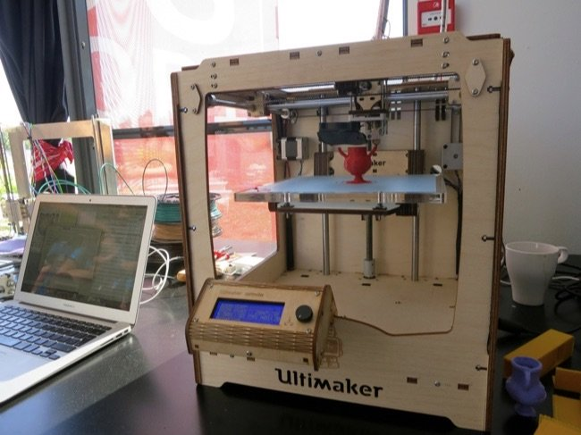 650x487x3d-printer-and-laptop.jpg.pagespeed.ic.O4yBj_na9h