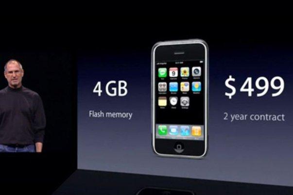 اولین مدل آیفون با ۴ گیگابایت حافظه ی داخلی ۴۹۹ دلار قیمت داشت.