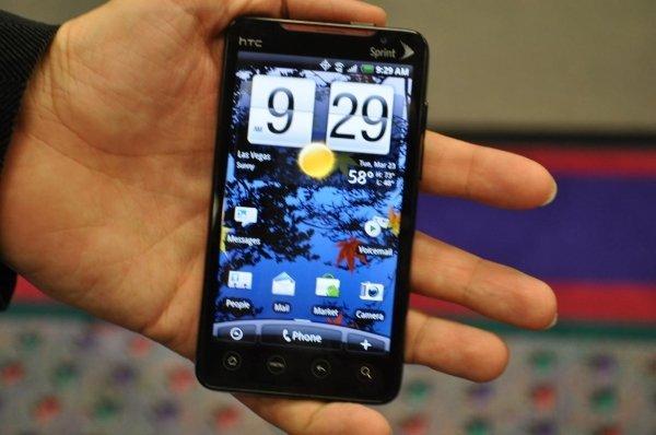 اپراتور مخابراتی Sprint سفارش تولید یک محصول قدرتمند و کارا را به HTC می دهد و نتیجه بدل می گردد به تلفن هوشمند EVO 4G، موبایلی که قدرت قابل توجهی دارد و کاربران این اپراتور را قادر می سازد تا از شبکه ی وایمکس 4G آن بهترین بهره ممکن را ببرند. EVO 4G در زمان خود یکی از سریعترین تلفن های هوشمند از نظر ارتباط داده محسوب می شد و در پشت آن نیز یک استند در نظر گرفته شده بود تا در زمان مشاهده ویدئوهای آنلاین بتوان آن را به راحتی بر روی سطوح مختلف قرار داد.