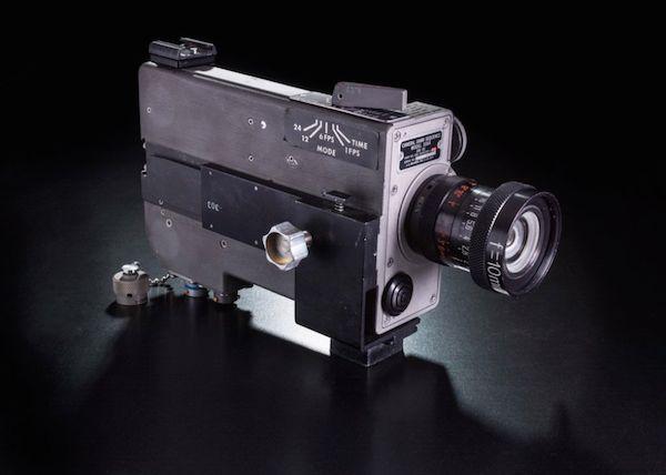 یک دوربین ۱۶ میلیمتری که فضانوردان با استفاده از آن باید سفر خود را مستند می کردند