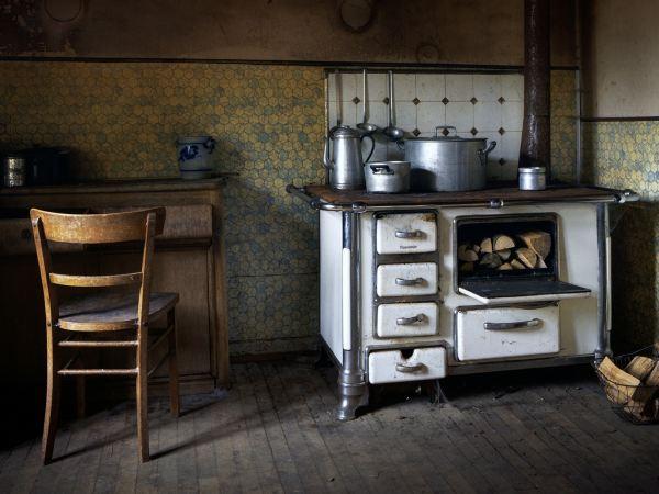 Abandoned-farm-Kitchen
