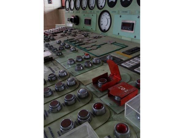 دکمه هایی که روی این میز کنترل مشاهده می کنید در ساختمانی پیدا شدند که برای تست موتورهای توربینی مورد استفاده قرار می گرفت