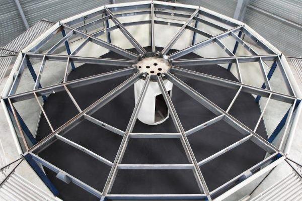 وی همچنین یک کیوسک ماژولار برای Mobiloil Socony-Vacuum طراحی کرد که به تازگی یکی از آنها در گالری Gagosian پاریس نصب شده است.