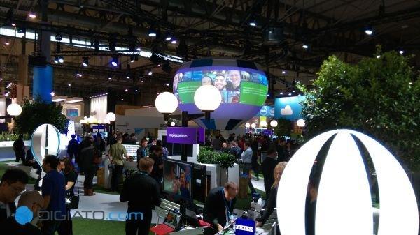 مایکروسافت دهکده ای کوچک را در غرفه اش طراحی کرده بود. دهکده ای که خیابان هایی با نام Lumia و Windows در آن به چشم می خورد.