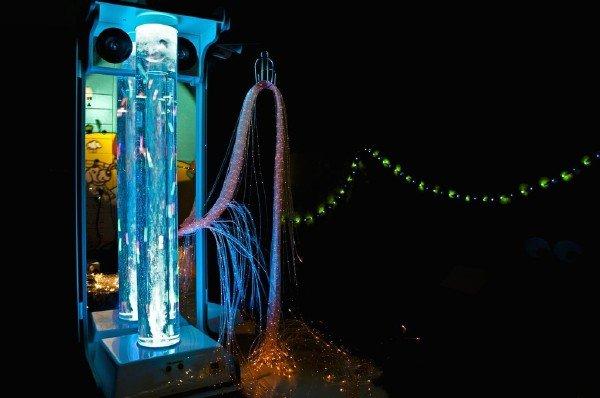 یک دستگاه چند حسگر تعاملی برای پرت کردن حواس کودکان مضطرب و عصبی که در بیمارستان تحت درمان قرار می گرفتند.