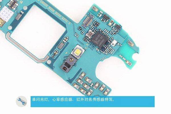 فلش، سنسور ضربان قلب و سنسور اینفرارد در این تصویر قابل رویت هستند.