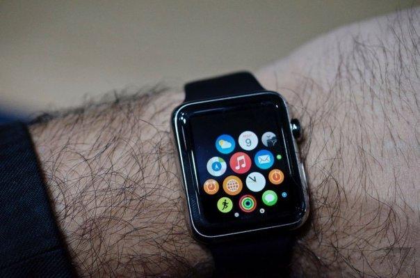 applewatchhands001.0