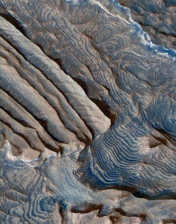 Arabia Terra نام ارتفاعاتی است که تصور می شود یکی از قدیمی ترین مناطق مریخ باشد. این تصویری است که مساحتی بالغ بر 1.2 مایل از این منطقه را نشان می دهد و تا فاصله 2800 مایلی آن ادامه می یابد.