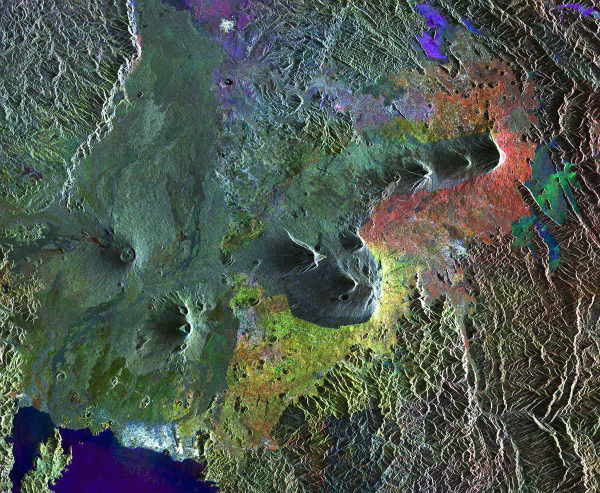these-are-the-virunga-mountains-in-rwanda-a-dangerous-chain-of-active-volcanoes-w600