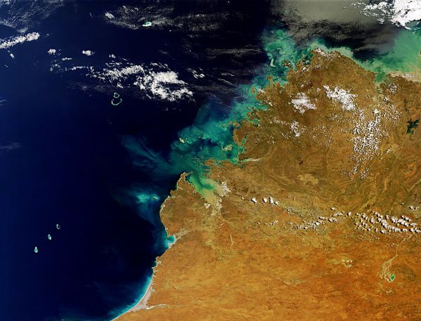 this-is-western-australias-kimberley-region-on-the-lower-left-are-the-rowley-shoals-coral-reefs-and-on-the-upper-right-is-lake-argyle-australias-largest-artificial-lake-w600