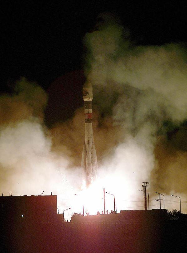 مارس اکسپرس به کمکموشک های تولید شده توسط روسیه راهی مدار مریخ گشتهو توانسته شواهدی از وجود یخ را در سیاره سرخ بیابد. همچنین مارس اکسپرس از وجود گاز متان در جو مریخ نیز خبر داده است.