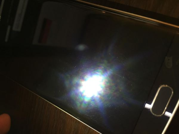 Galaxy-S6-edge-display-scratches-out-of-the-box (1)