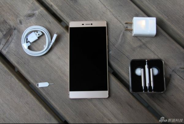 Huawei-P8-unboxing-and-tour-China_4