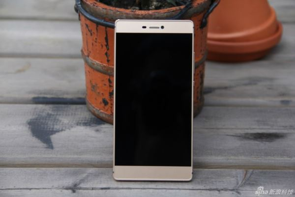 Huawei-P8-unboxing-and-tour-China_5