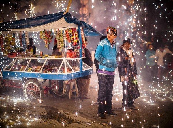 برنده شاخه سفر؛ آتش بازی در جشن هفته مقدس، پرو.