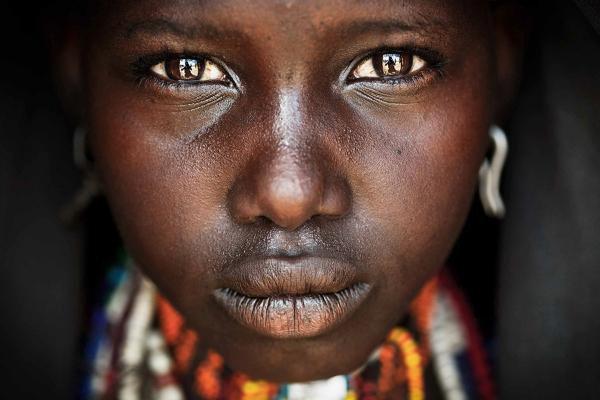 یکی از فینالیست های شاخه مردم؛ یک دختر جوان در اتیوپی.