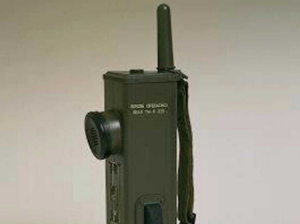 motorola-originally-started-out-as-a-battery-maker-called-galvin-manufacturing-corporation-but-in-1940-it-developed-the-handie-talkie-scr536-portable-two-way-radio-which-became-a-world-war-ii-icon