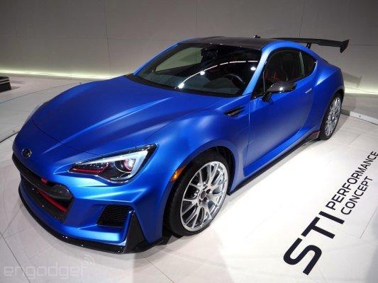 برای آنکه STI Performance Concept شما را به وجود بیاورد لزومی ندارد که یکی از طرفداران پر و پا قرص سوبارو باشید. معلوم نیست که مروارید آبی رنگ چه دارد که تا این اندازه نظرها را به خود جلب می کند اما تردیدی نیست که بدنه مات آن در این مسأله بی اثر نبوده. کمپانی سازنده جزئیات زیادی را در مورد این اتومبیل مطرح نکرده، اما اظهار داشته که تلاش می کند اتومبیلی پر قدرت و با بالانس خوب را ارائه نماید.