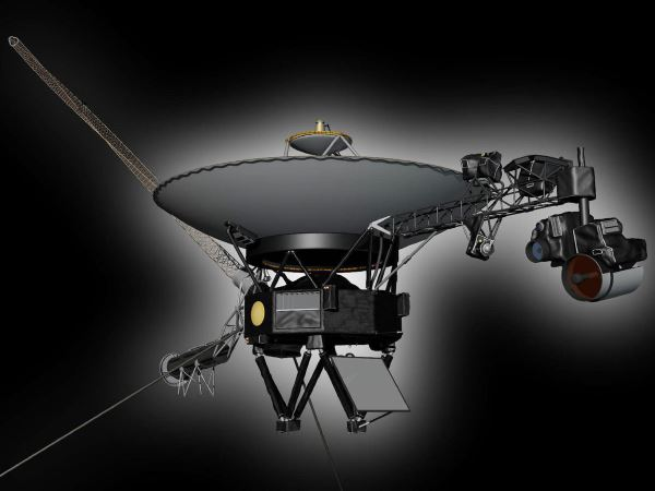 JPL این فضاپیمارا نیز به خاطر توانایی اش در دریافت دستورات و اجرایی کردن آنها به عنوان یک ربات می شناسد. وویجردر حال حاضر دورترین فضاپیما نسبت به زمین محسوب می گردد و اولین ربات فضایی است که توانسته از منظومه ی شمسی خارج و در سال ۲۰۱۲ وارد فضای بین ستاره ای گردد.
