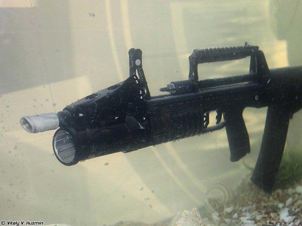 ADS نوعی سلاح تهاجمی است که برای استفاده در زیر آب طراحی شده. این تفنگ توسط نیروهای ویژه روس مورد استفاده قرار می گیرد و در هر دقیقه 700 گلوله را با برد 25 متری شلیک کند.