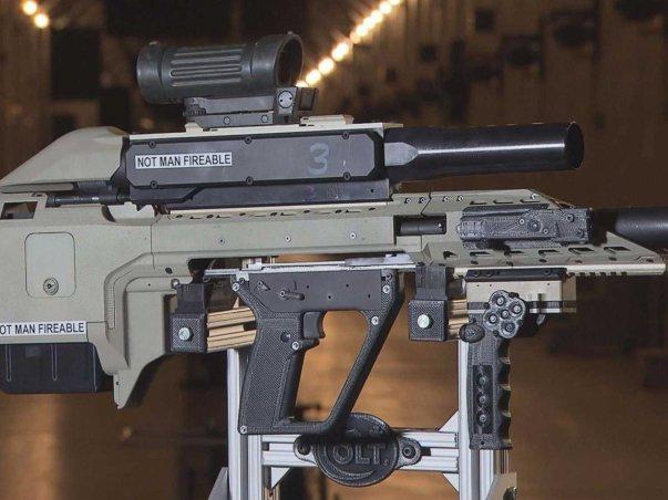 این تفنگ بسیار مدرن توسط ارتش کانادا در حال ساخت است و به طور همزمان می توانند یک رایفل و تفنگ ساچمه ای یا حتی لانچر نارنجک را در خود جای دهد.