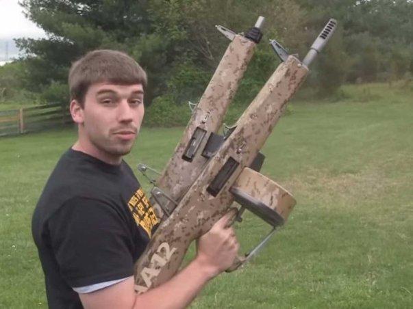 این تفنگ AA12 Atchisson Assault Shotgun نام دارد که در واقع نوعی سلاحی کاملا خودکار محسوب می گردد و در هر دقیقه می تواند 300 گلوله را شلیک کند. علاوه بر این، باید بگوییم که عقبگرد این تفنگ پس از شلیک نیز به مراتب پایین تر از سلاح های دیگر است.