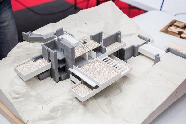 روز به روز بر تعداد موارد مصرف پرینترهای سه بعدی افزوده می شود. شرکت لهستانی Zmorph با استفاده از هِدهای مختلف روی پرینتر خود این مدل را تهیه کرده است.