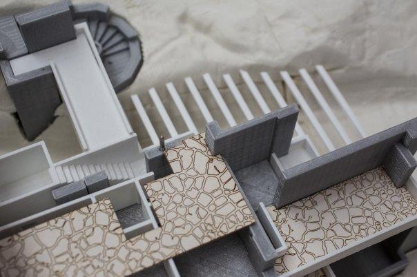 پرینتر شرکت Zmorph می تواند اشیائی از جنس پلاستیک بسازد و علاوه بر اینها، یک کاتر لیزری، هِد درمل (Dermel Head) و همچنین قیف کیک و شکلات دارد و جالب است که بدانید حتی توانایی پرینت کردن سرامیک را هم دارد.