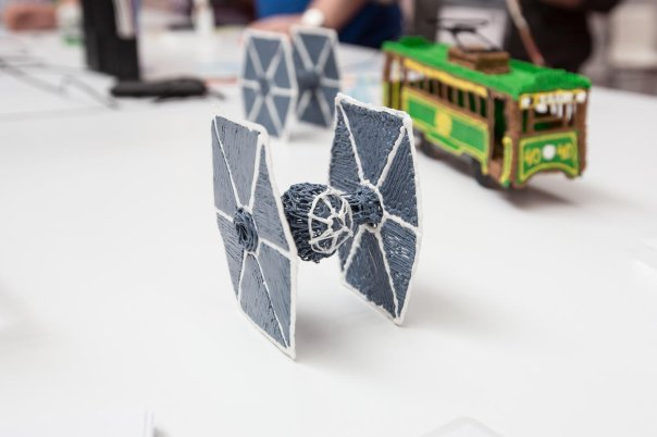 هرکسی که از قلم 3Doodler استفاده کرده باشد می داند که ساختن این آثار پلاستیکی به زمان و دقت زیادی نیاز دارد.